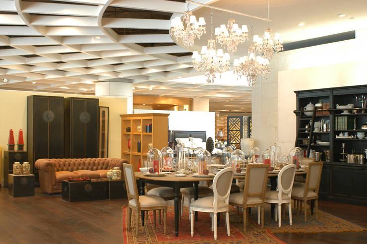 Casa Palacio: Comedores de estilo  por DIN Interiorismo