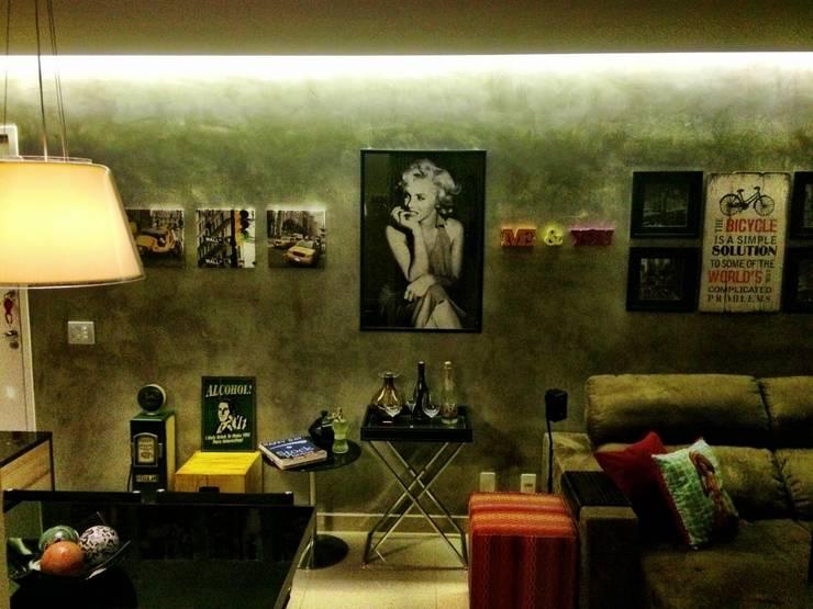 SALA DE ESTAR: Sala de estar  por MARIANA MARTINEZ ARQUITETURA