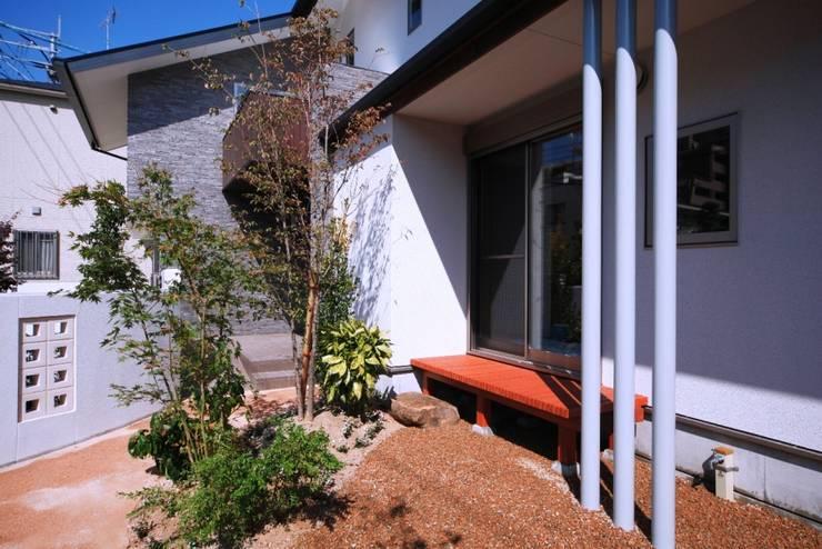 西新の家: AMI ENVIRONMENT DESIGN/アミ環境デザインが手掛けた庭です。,和風