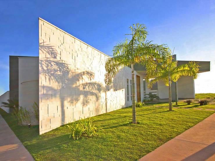 Residência Lunas: Casas  por Marcus Leão Arquitetura,Moderno Cerâmica