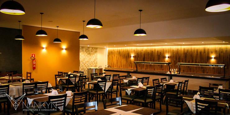 Salão & Luzes: Espaços gastronômicos  por Nankyn Arquitetura & Consultoria