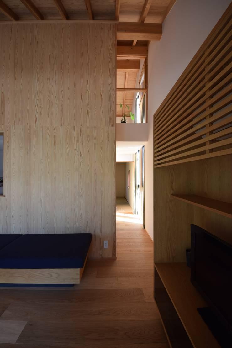 house N: Snowdesignofficeが手掛けた廊下 & 玄関です。