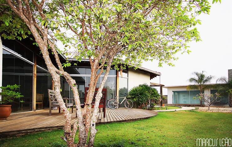 Casa Albuquerque: Casas  por Marcus Leão Arquitetura,Minimalista