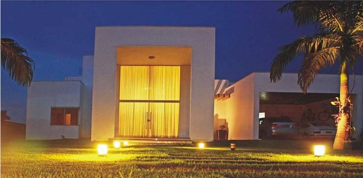 Casa Albuquerque: Casas  por Marcus Leão Arquitetura