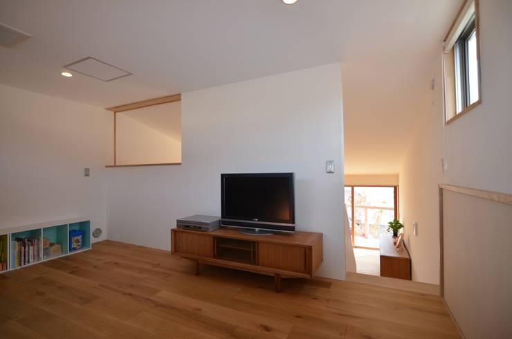 あつみづのいえ: 清建築設計室/SEI ARCHITECTが手掛けたリビングです。,
