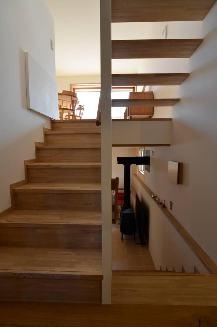あつみづのいえ: 清建築設計室/SEI ARCHITECTが手掛けた廊下 & 玄関です。,