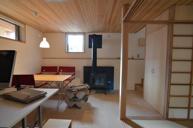 あつみづのいえ: 清建築設計室/SEI ARCHITECTが手掛けた書斎です。,
