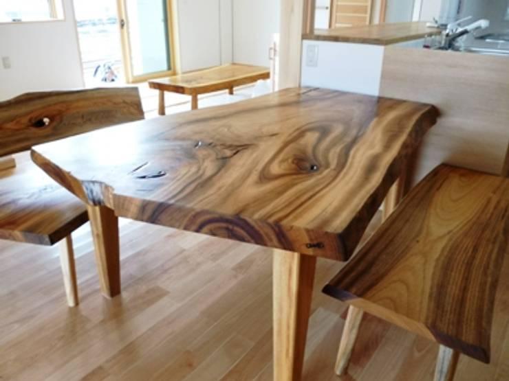 銘木のダイニング・テーブル: 木工房&ぎゃらりー ふじやんが手掛けたダイニングルームです。