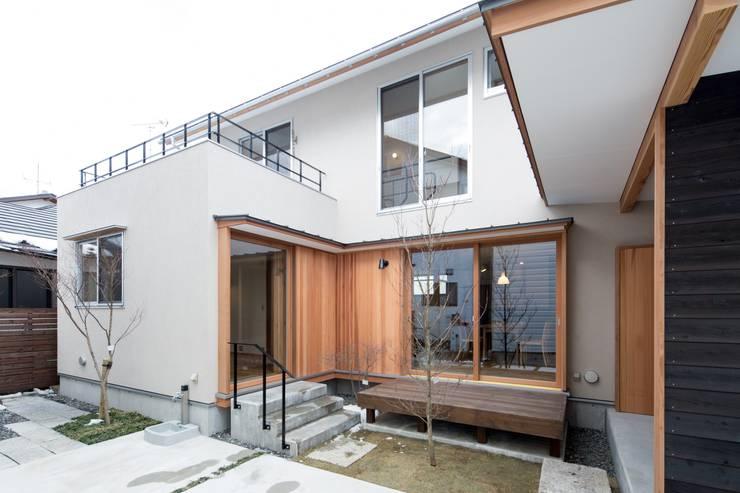 しろもとのいえ: 清建築設計室/SEI ARCHITECTが手掛けた庭です。,