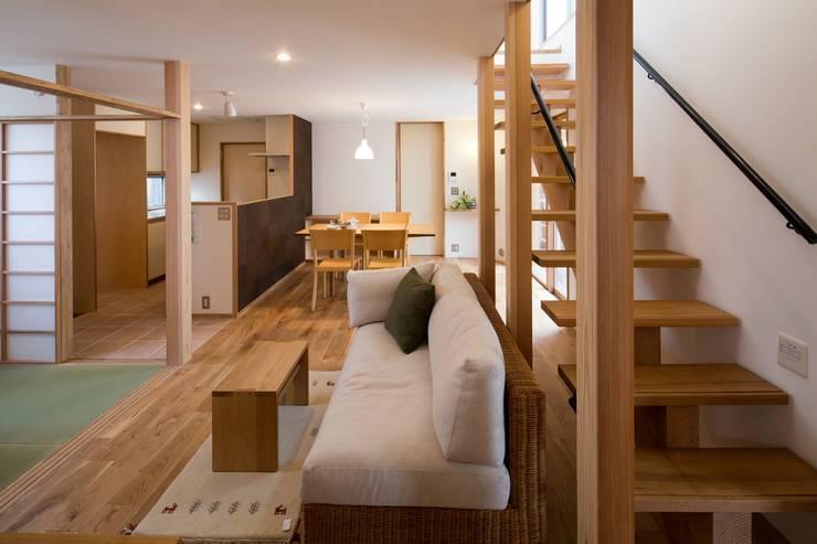しろもとのいえ: 清建築設計室/SEI ARCHITECTが手掛けたリビングです。,