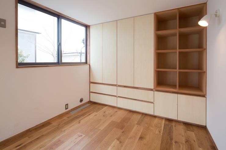 しろもとのいえ: 清建築設計室/SEI ARCHITECTが手掛けた寝室です。,