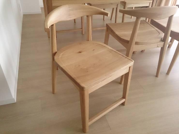 楢 ダイニングセット: Loop order furnitureが手掛けたダイニングルームです。,