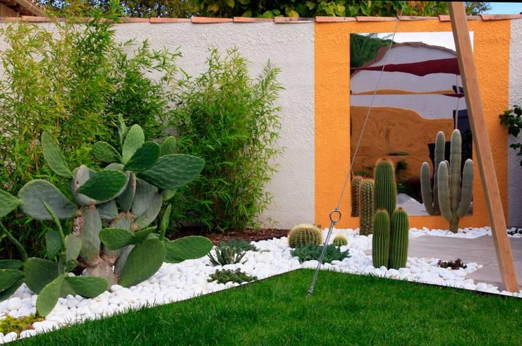 modern Garden by CONCEPTUELLES PAYSAGE ET DECORATION