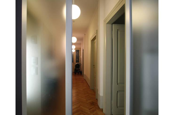 Corridor, hallway by STUDIO DI ARCHITETTURA RAFFIN