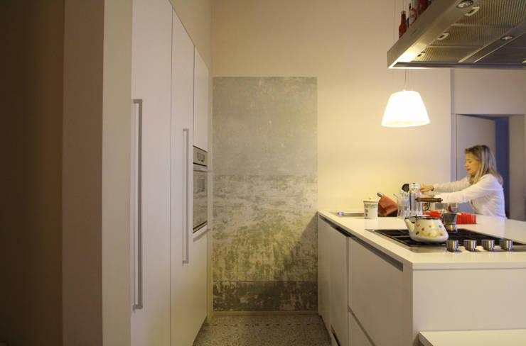 minimalistische Keuken door STUDIO DI ARCHITETTURA RAFFIN