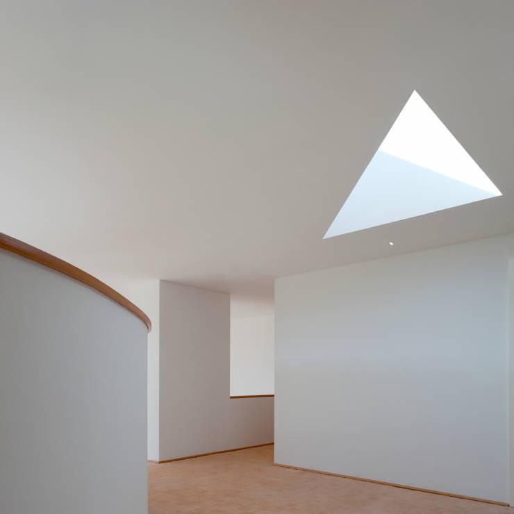 X House, Bom Sucesso, Design Resort, Leisure & Golf, Óbidos: Corredores e halls de entrada  por Atelier dos Remédios