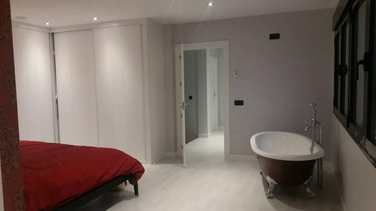 CASA AVENIDA DE LOS DEPORTISTAS: Dormitorios de estilo moderno de AFG ARQUITECTOS