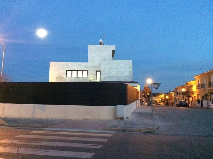 CASA AVENIDA DE LOS DEPORTISTAS: Casas de estilo moderno de AFG ARQUITECTOS