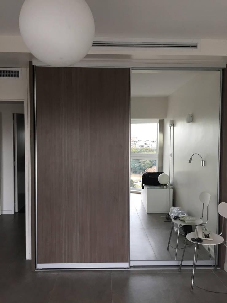 OCAMPO: Dormitorios de estilo  por taller125