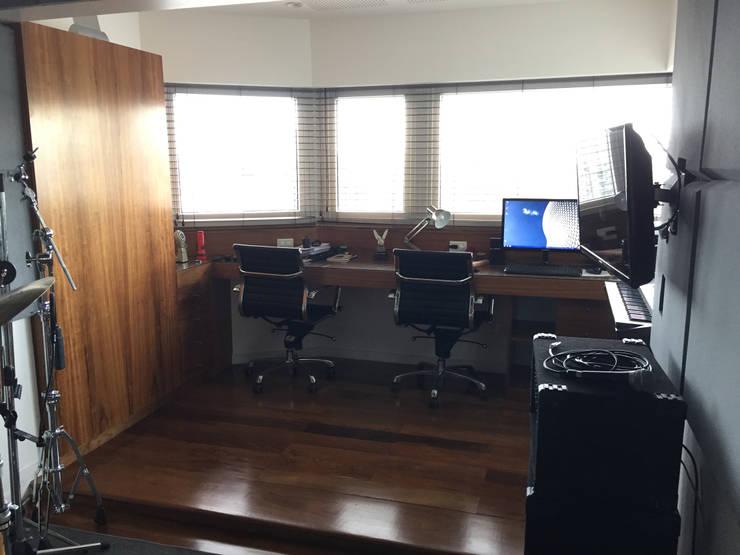 OCAMPO: Estudios y oficinas de estilo  por taller125