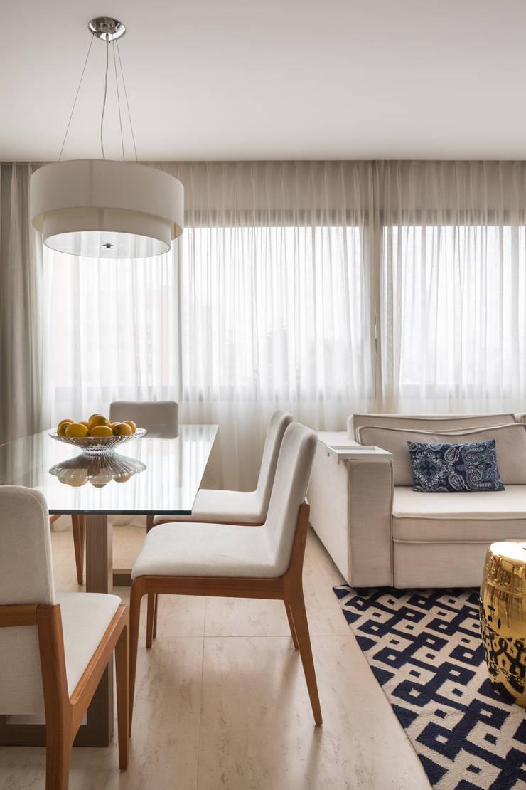 Apartamento Jovem Casal: Sala de jantar  por Stefani Arquitetura