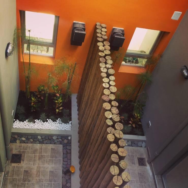 Duplex Calle Entre Ríos : Jardines de estilo moderno por Brarda Roda Arquitectos