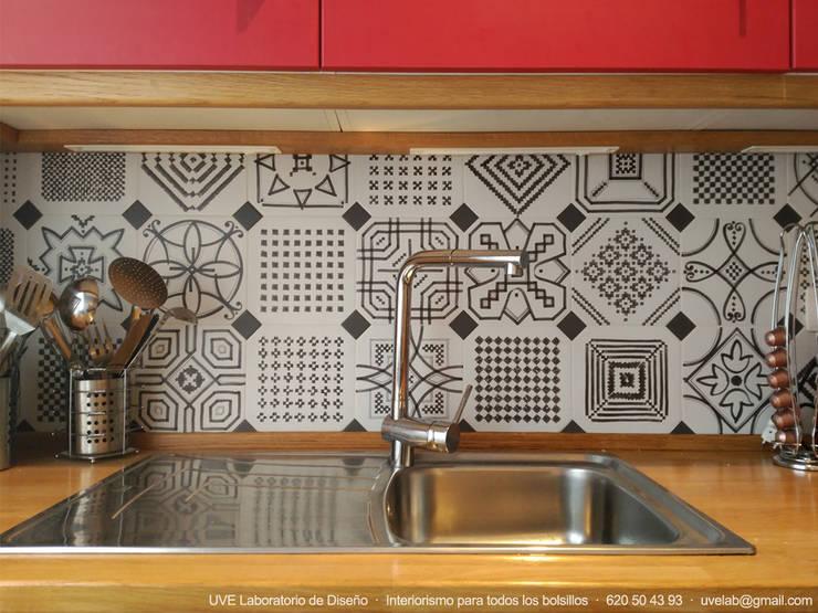 Cocinas de estilo moderno por UVE laboratorio de diseño