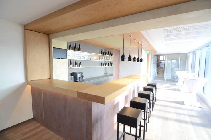 Quán bar & club by Fang Interior Design