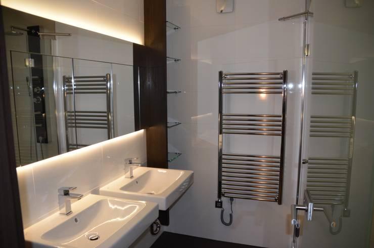 Renovierung: moderne Badezimmer von Fang Interior Design