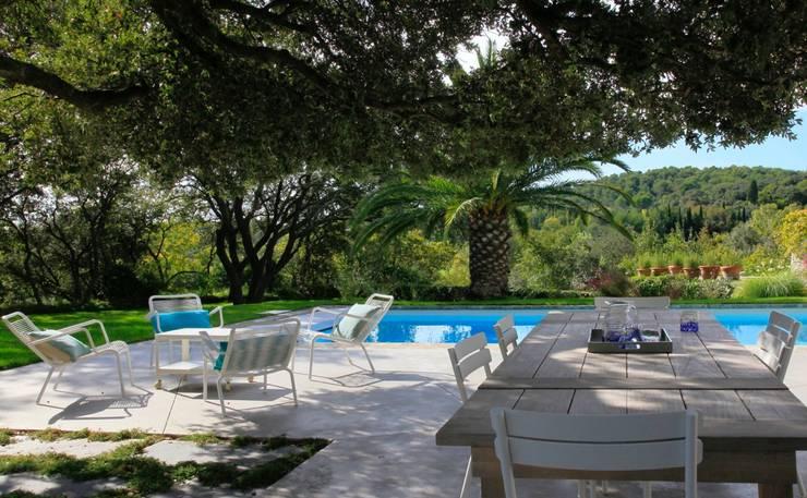 Jardin minimaliste: Jardin de style  par CONCEPTUELLES PAYSAGE ET DECORATION
