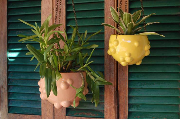macetas Blup Colgantes: Jardines de estilo  por Cuantatienda