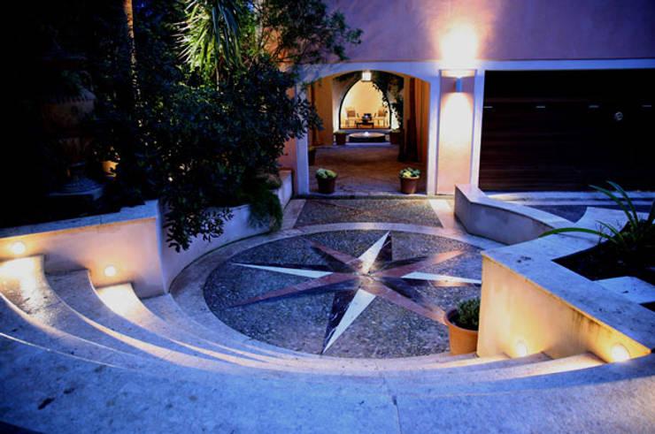 HOUSE in Majorca, Spain: Pasillos y vestíbulos de estilo  de aureolighting