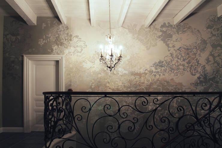 przy schodach: styl , w kategorii Ściany zaprojektowany przez szaro-biało,Nowoczesny
