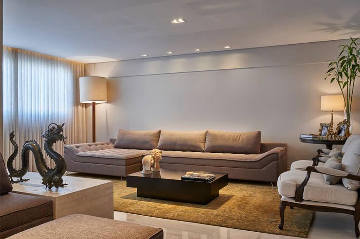 Sala de Estar- Lareira: Salas de estar modernas por Juliana Goulart Arquitetura e Design de Interiores