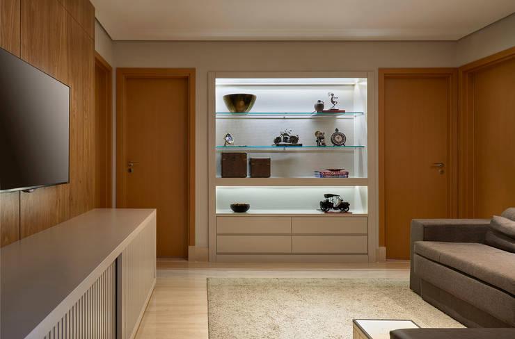 Estar intimo - TV: Salas multimídia modernas por Juliana Goulart Arquitetura e Design de Interiores