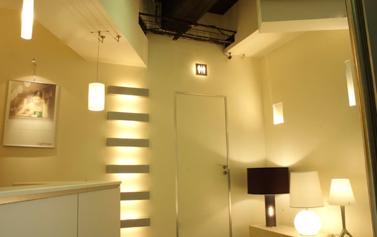 Lightmex: Paredes de estilo  por DIN Interiorismo , Moderno