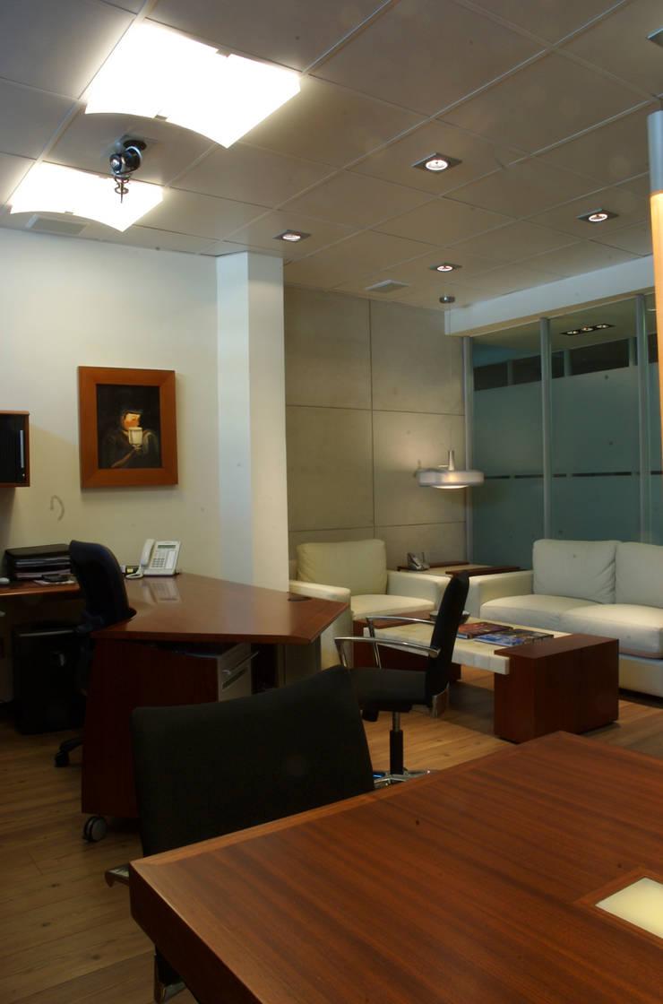 Lightmex: Salas de estilo  por DIN Interiorismo , Moderno
