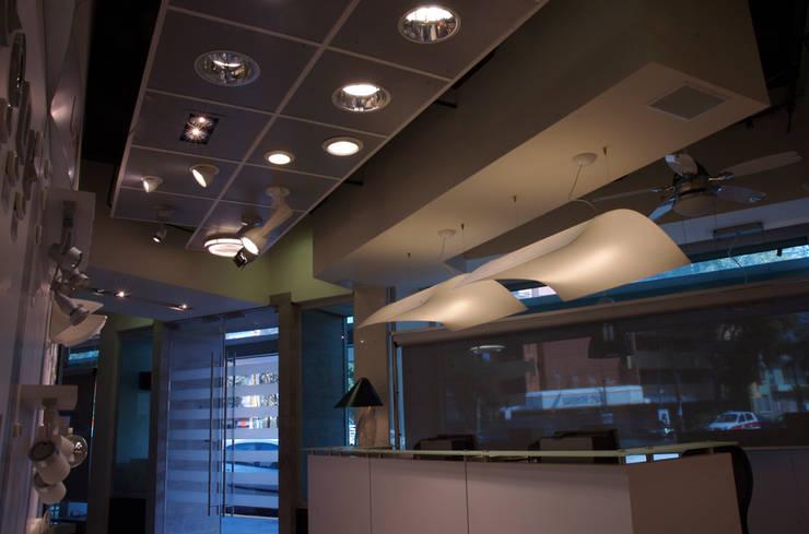 Lightmex: Comedores de estilo  por DIN Interiorismo , Moderno