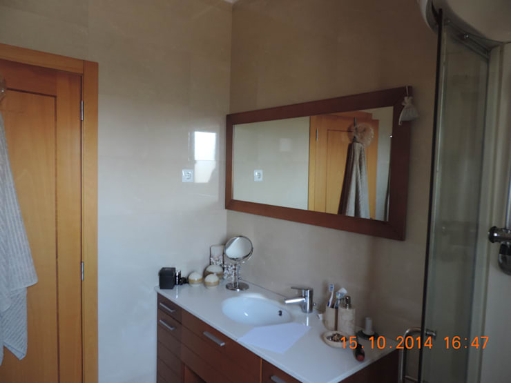 A casa de banho....:   por Espaços Únicos - EU InteriorDecor