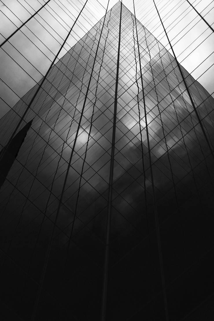Crystal: Casas de estilo  por Gabriel Gomez Photography