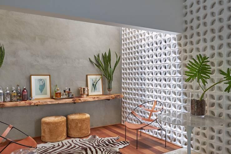 Lounge Bar: Salas de estar  por Piloni Arquitetura