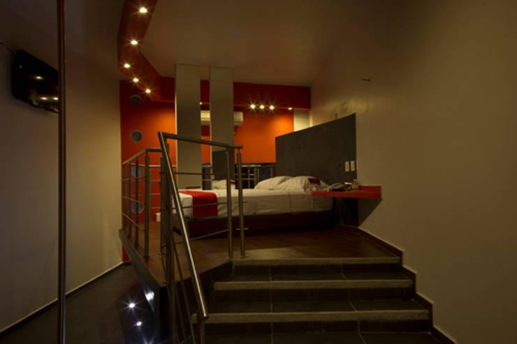 Escenarium: Pasillos y recibidores de estilo  por DIN Interiorismo