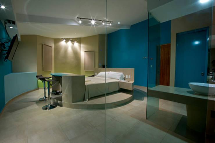 Hotel C5C: Recámaras de estilo  por DIN Interiorismo