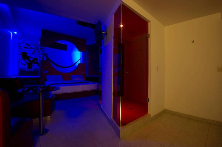 Hotel Istmo: Pasillos y recibidores de estilo  por DIN Interiorismo