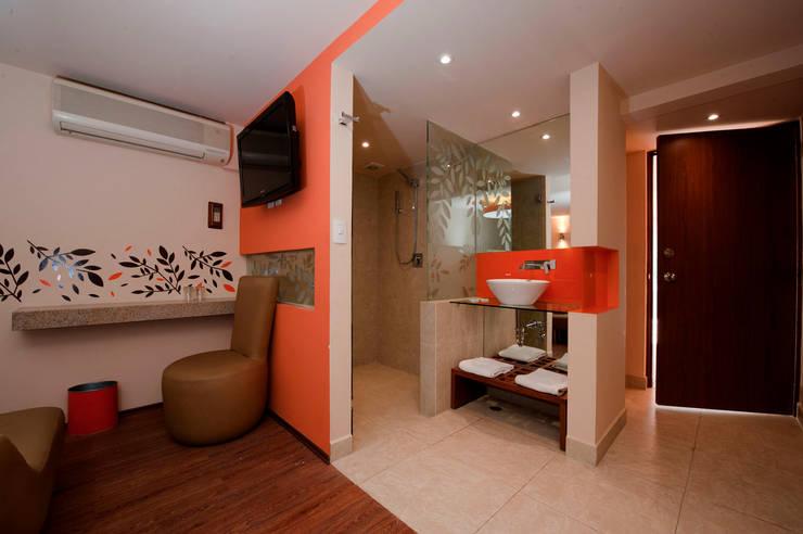 Hotel Tacuba : Baños de estilo  por DIN Interiorismo