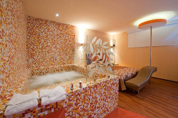 Hotel Tacuba Baños modernos de DIN Interiorismo Moderno