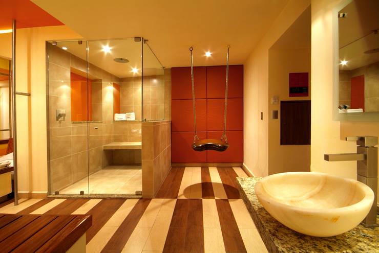 Hotel Cuore: Baños de estilo  por DIN Interiorismo