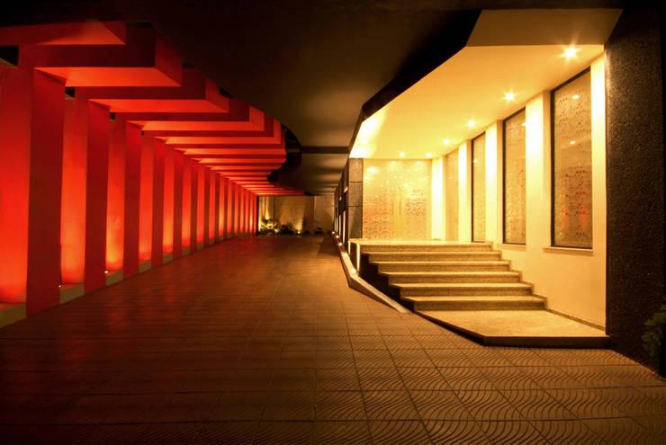 Hotel Cuore: Garajes de estilo  por DIN Interiorismo