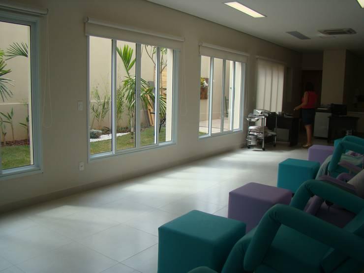 Sala de tratamento: Hospitais  por Habitat Arquitetos