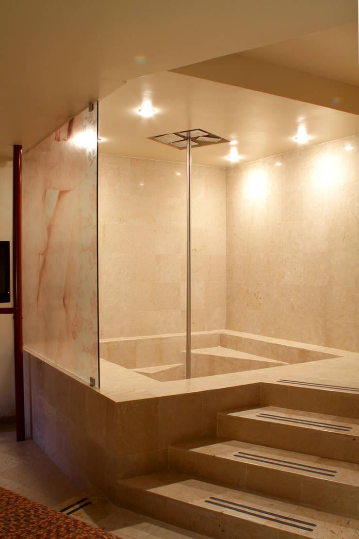 Hotel Pirámides  Valle : Baños de estilo  por DIN Interiorismo